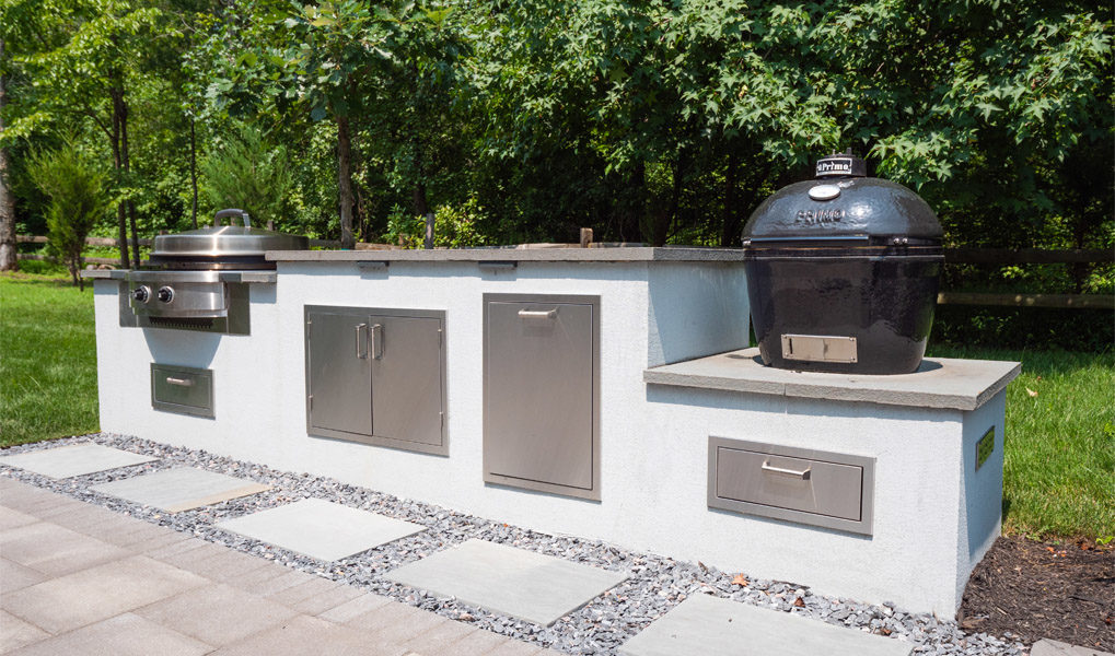 custom-outdoor-grilling-station