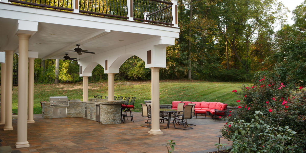 landscaped-back-yard-and-deck