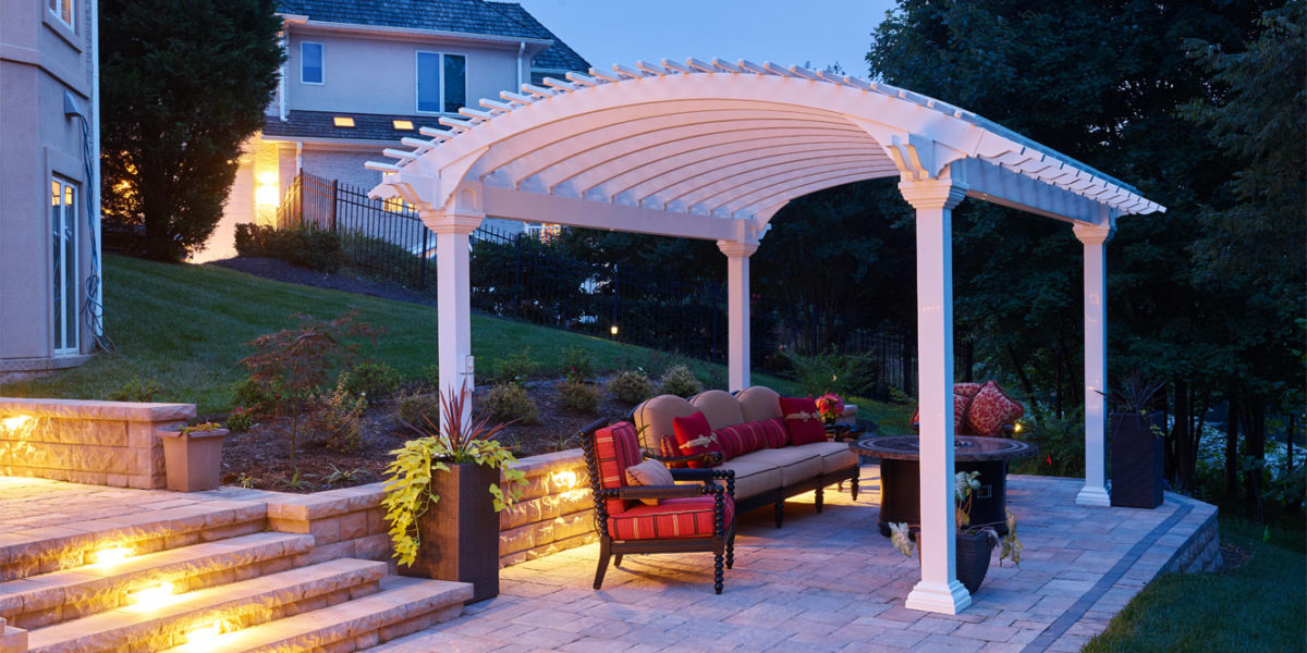 custom-outdoor-seating-area