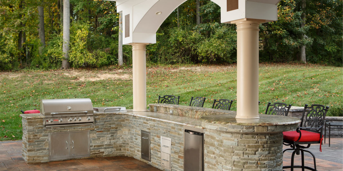 custom-outdoor-bar-and-kitchen