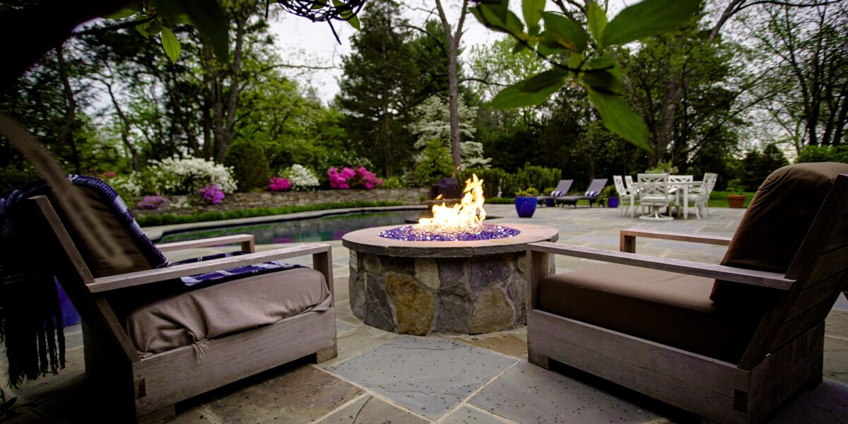 ‏firepit-on-the-patio