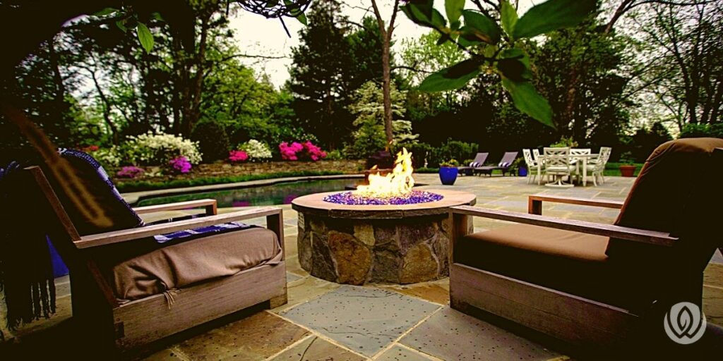 outdoor-fireplace-and-firepit